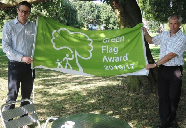 james downing and graham deal with green flag award for broomfield park