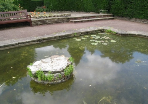 remembrance garden pond 2014